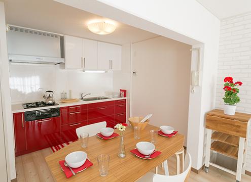イケア製キッチンのあるDK (写真:UR都市機構)